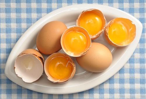 Быстрая маска для волос из яйца