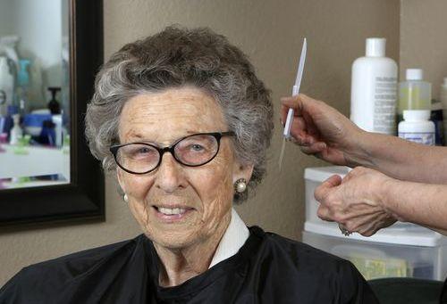 Лечение седых волос в салоне