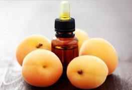 Абрикосовое масло и свежие плоды абрикоса