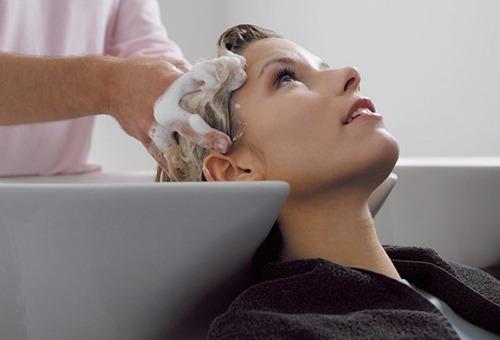 Салонная процедура для жирных волос