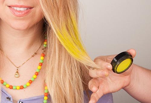 Окрашивание пряди специальной пудрой для волос
