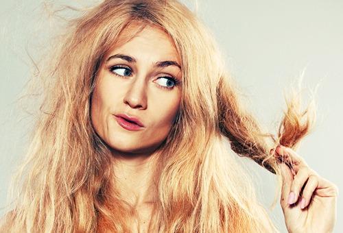 Основные причины, почему сильно ломаются волосы