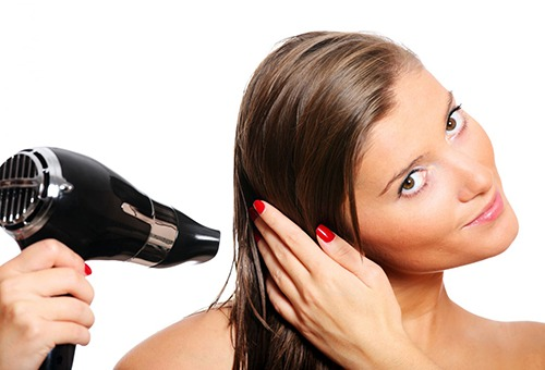 Как правильно сушить тонкие волосы?