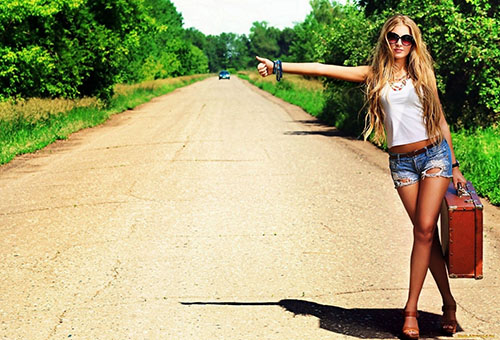 Девушка в дороге