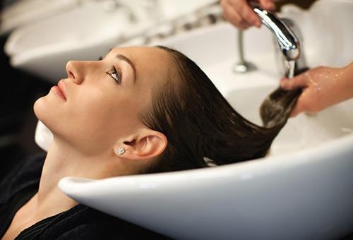 Мытье головы лечебным шампунем