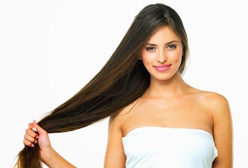 Девушка с длинными здоровыми волосами