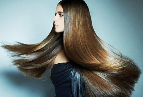Девушка с густыми здоровыми волосами