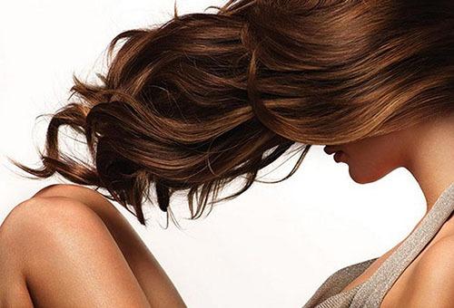 Ухоженные волнистые волосы