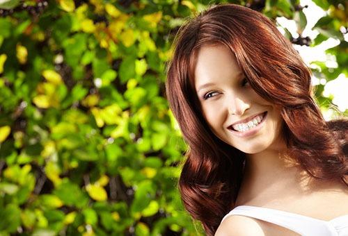 Девушка с теплым цветотипом внешности