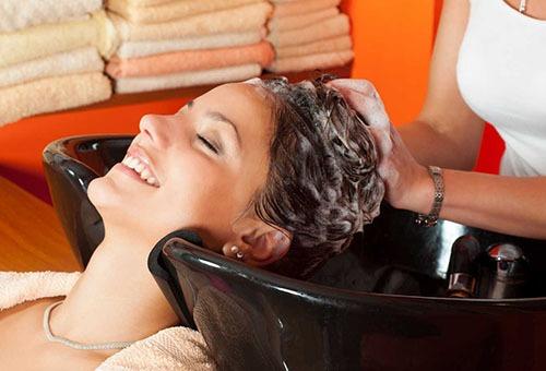 Очищение волос в салоне