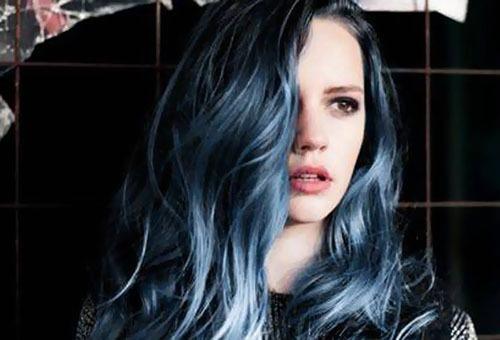 Окрашенные волосы голубого оттенка