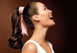Модная прическа-хвост на средние волосы