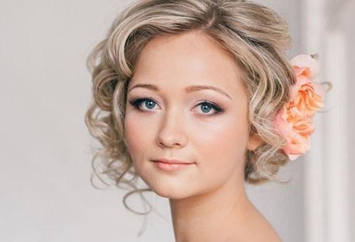 Классическая свадебная прическа на короткие волосы