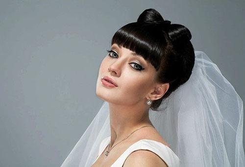Свадебная прическа на короткие волосы с челкой