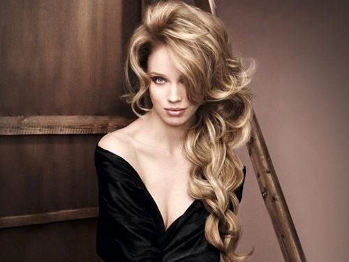 Модная укладка на длинные волосы из каскадной стрижки