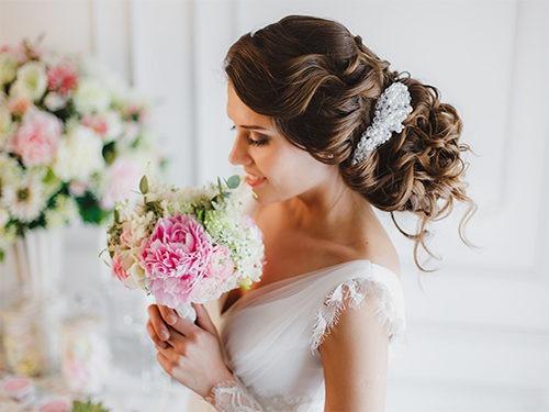 Нежний образ невесты в греческом стиле