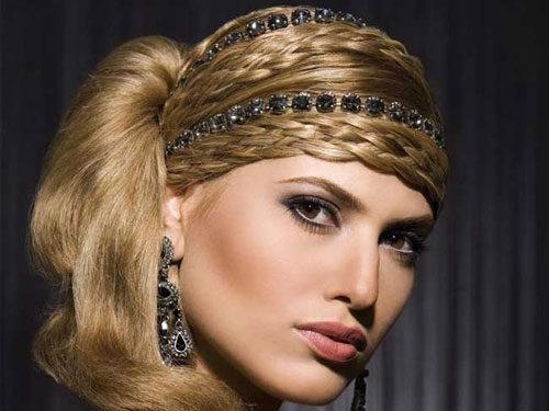 Прическа с ободком и косами