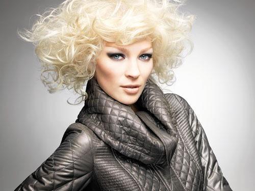 Модная стрижка для волос средней длины