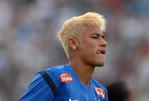 Футболист Неймар блондин