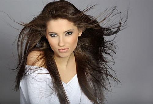 Красивые и здоровые распущенные волосы