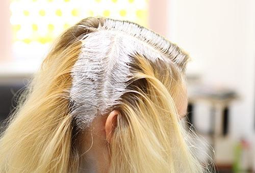 Окраска корней волос