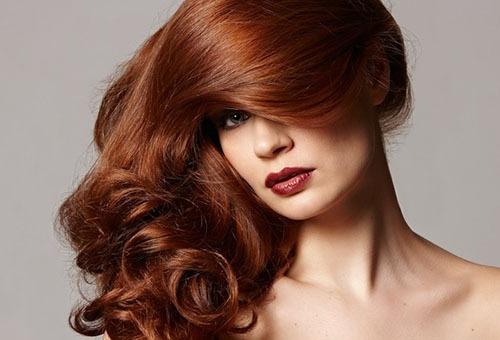 Окрашенные волосы у девушки