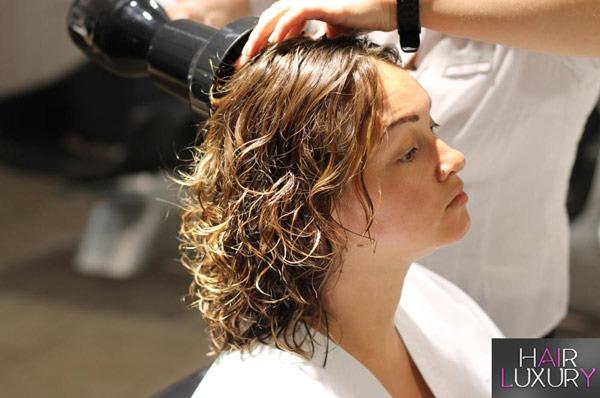 Долговременная укладка: на средние волосы
